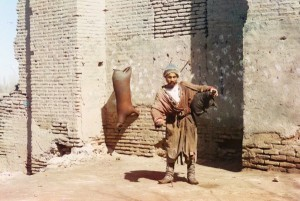 Carregador de água, Samarcanda (atual Uzbequistão), 1910.