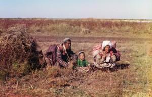 Família Cazaque, Estepe Golodnaia (atual Uzbequistão e Cazaquistão), 1911.