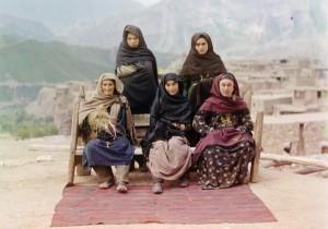 Grupo de mulheres no Daguestão, 1910.