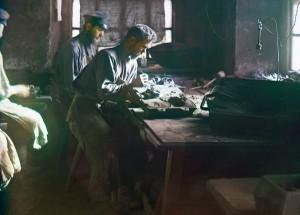 Moldagem de uma fundição artística (Kasli Iron Works), 1910.