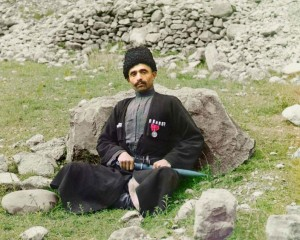 Muçulmano sunita em trajes tradicionais, 1907-1915.