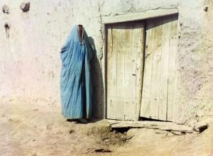 Mulher de burca, Samarcanda (atual Uzbequistão), 1910.