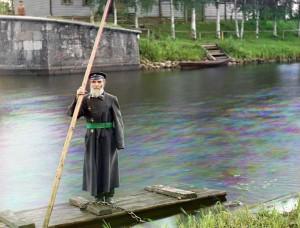 Pinkhus Karlinskii, oitenta e quatro anos de idade e sessenta e seis anos de serviço. Supervisor da Eclusa Chernigov, parte do sistema do Canal Mariinskii, 1909.