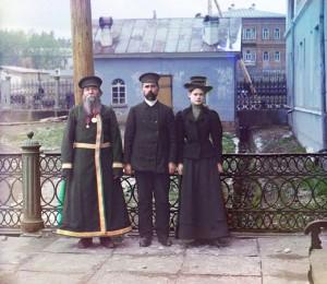 Três Gerações - A. P. Kalganov com o filho e a neta em Zlatoust, 1910.